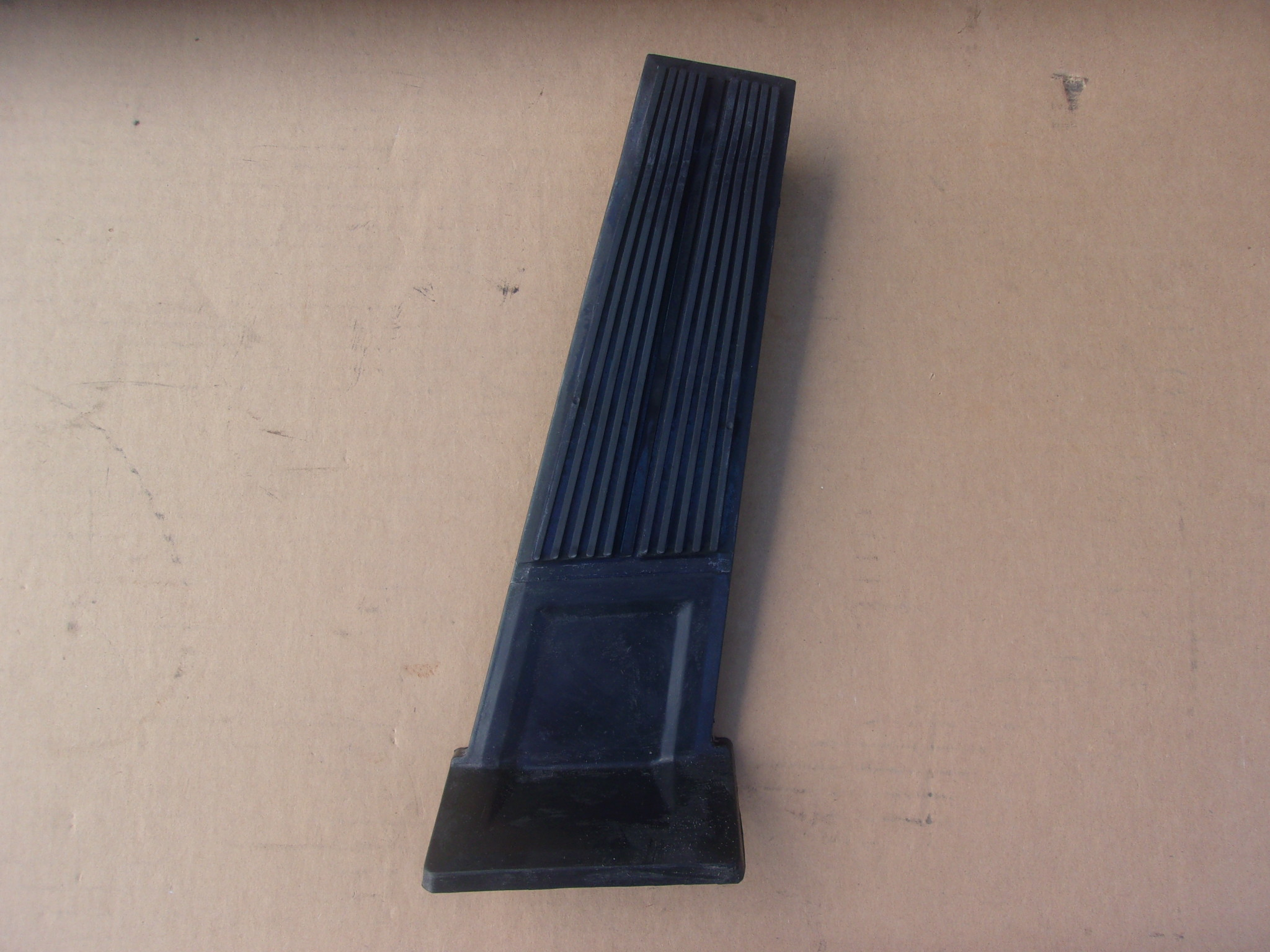 1965-68 C-body Gas pedal without bezel